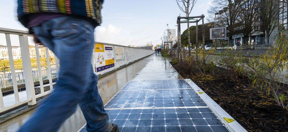 Panneaux photovoltaique. Projet Rue connectee. Bd Gaston Doumergue. Nantes (Loire-Atlantique)