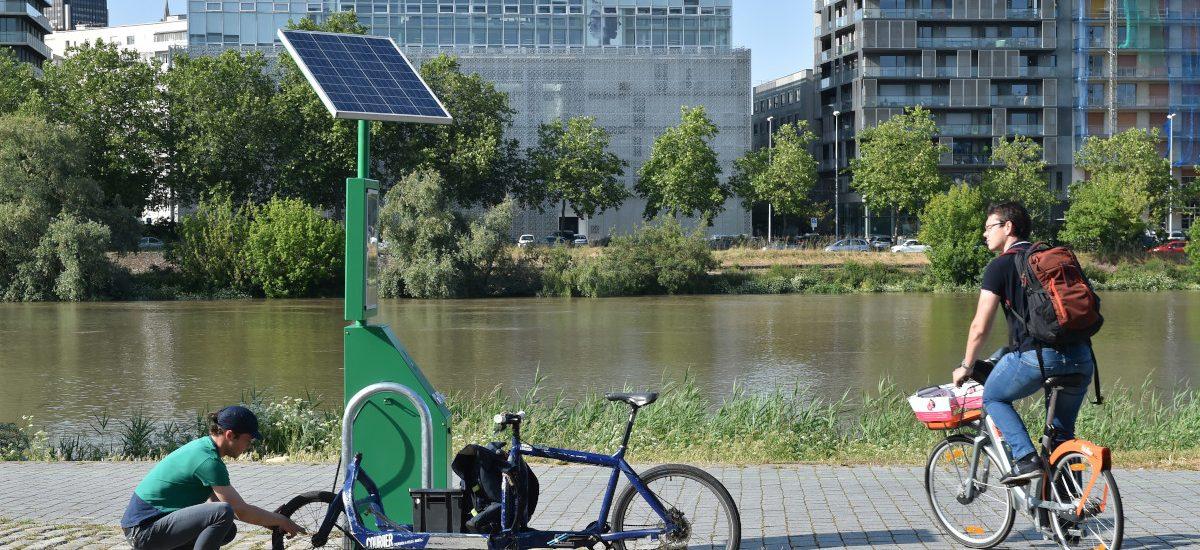 Station de gonflage à vélos sur l'île de Nantes