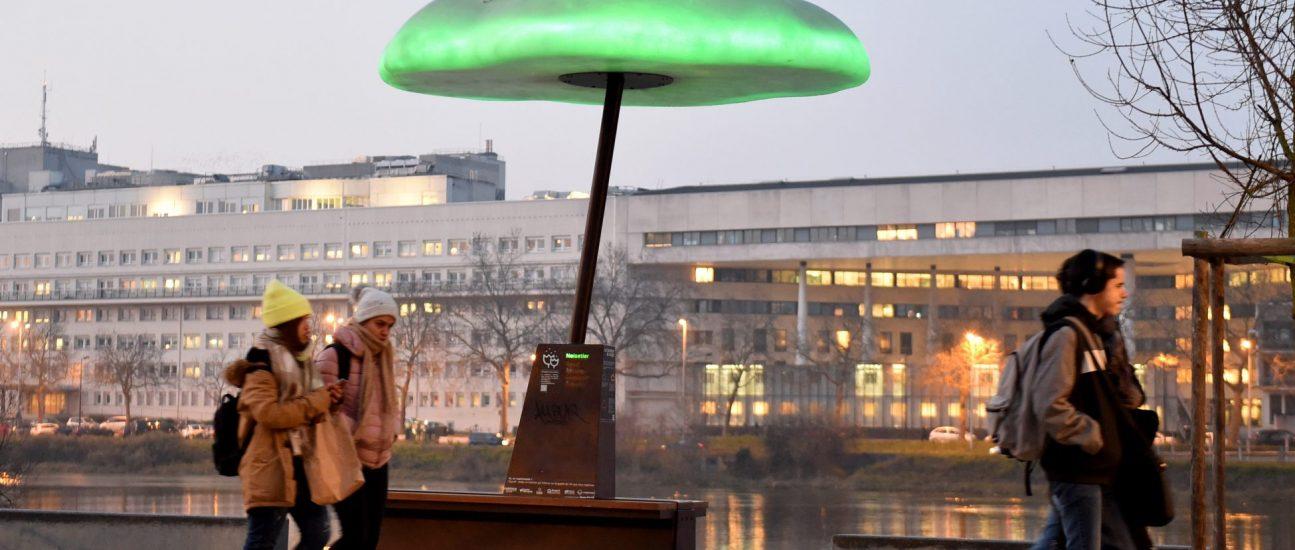 Bean Cloud, mobilier urbain conçu par Design9. Cette expérimentation urbaine donne des informations sur la qualité de l'air. Quai Hoche. Nantes (Loire-Atlantique) 01/2020 © Jean-Dominique Billaud/Samoa